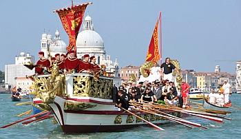 """Christi Himmelfahrt in Venedig das bedeutet die spektakuläre """"Festa della Sensa"""" zu erleben."""